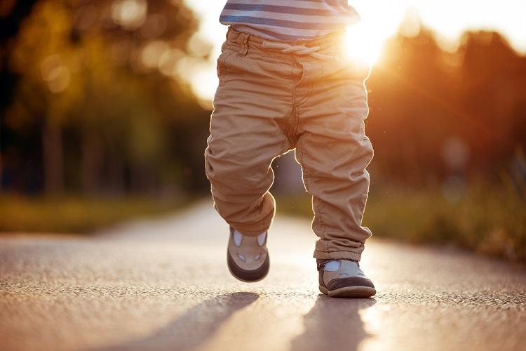 Tragetuch und Jackenerweiterung - laufen lernen tragen